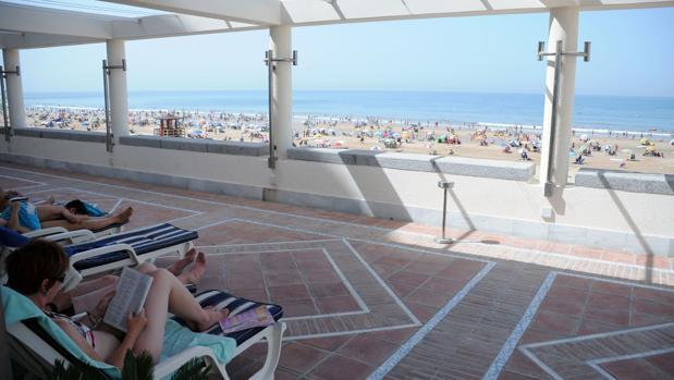 Cádiz es la segunda provincia con mayor número de viajeros y pernoctaciones de Andalucía en agosto
