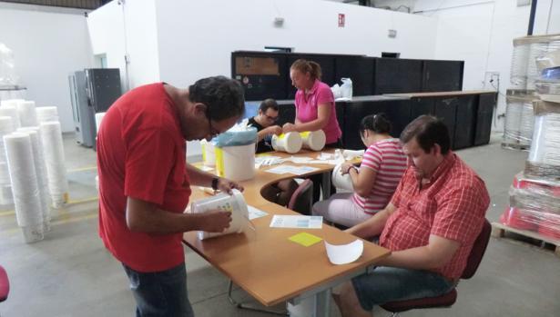Cerca de cien internos y familiares se benefician de los programas de Avain cada año