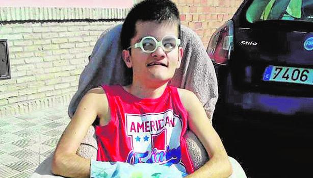 Ezequiel lucha por entrar en el centro ocupacional para discapacitados