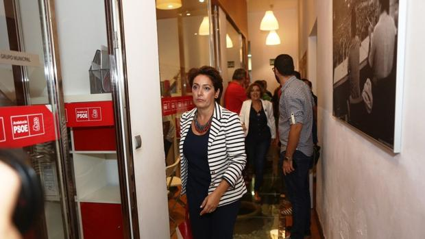 Decenas de militantes de Cádiz se enfrentan a Susana Díaz