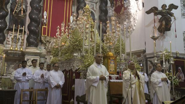 La Virgen del Rosario se reencuentra con los gaditanos con motivo de su festividad