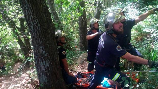 Rescatada una senderista herida en la Garganta del Capitán de Algeciras