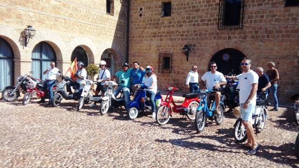 El Club del Vespino ha realizado una primera ruta por Carmona