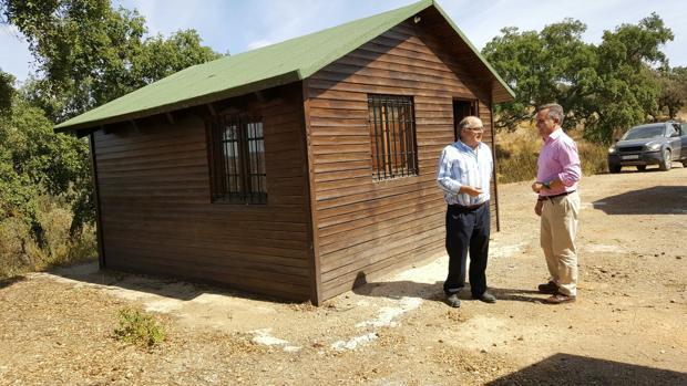 Visita de Juan Bueno y José Luis Vidal al área de acampada de Almadén de la Plata