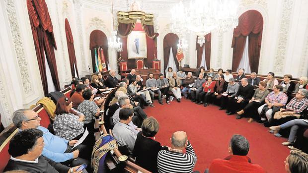 La rebelión vecinal por falta de diálogo dio origen a una reunión de urgencia entre el alcalde y los colectivos el pasado noviembre