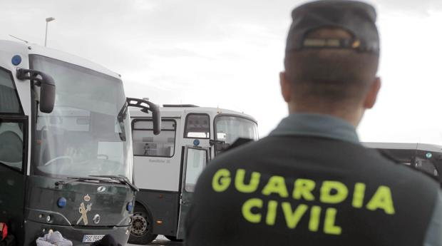 Un guardia civil logra recortar privilegios a los oficiales