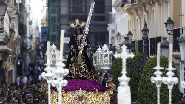 Emocionante llegada del Nazareno a su templo
