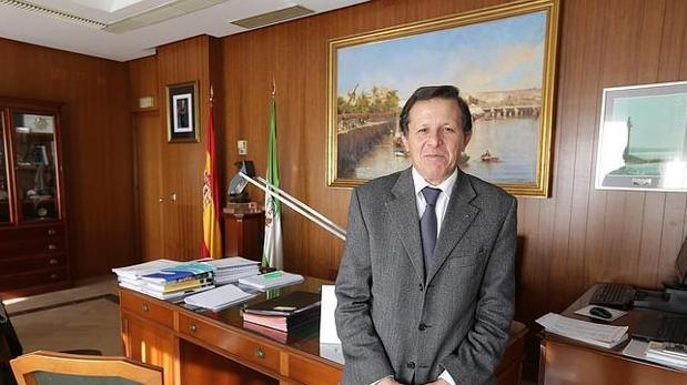 El presidente del Puerto de Cádiz, José Luis Blanco, en su despacho