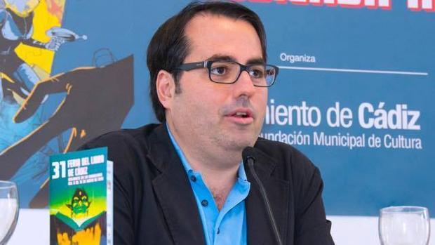 Luis García Gil analiza el cambio de la comparsa en su libro 'La canción de Cádiz'