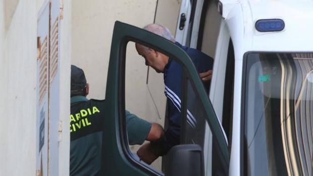 Juan Márquez entra en las dependencias judiciales esta mañana