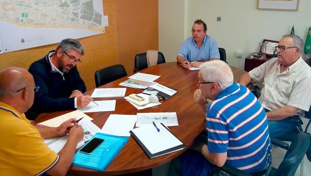 Reunión de vecinos con el Manuel González Bauza