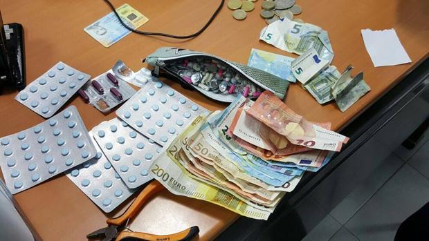 Pillado por la Policía Local de La Línea con más de 400 pastillas ansiolíticas