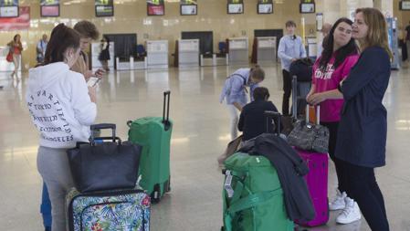 Viajeros en el aeropuerto de Jerez