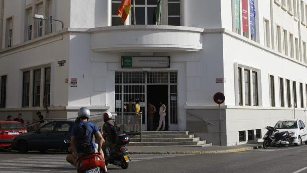 Los alumnos de Comercio del IES Columela de Cádiz se quedan sin profesores