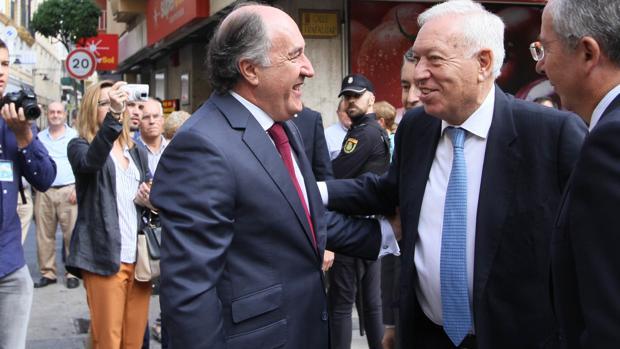 Margallo dice que la Verja será automáticamente frontera exterior si rechazan la oferta de España