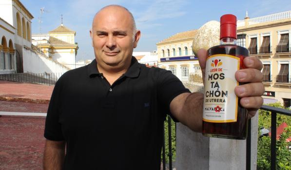 Antonio Durán asegura haber probado todo tipo de mostachones para crear este nuevo licor