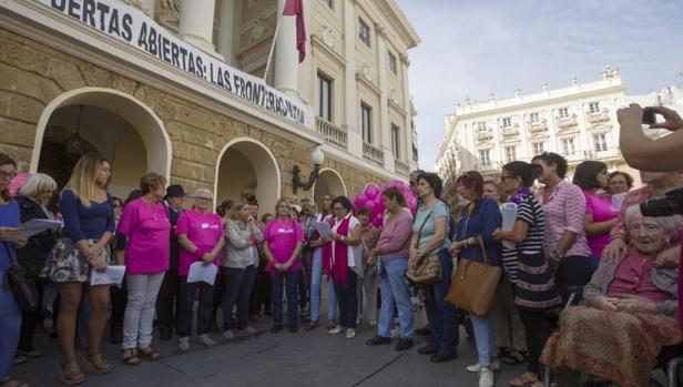 Cádiz se llena de vida para vencer al cáncer de mama