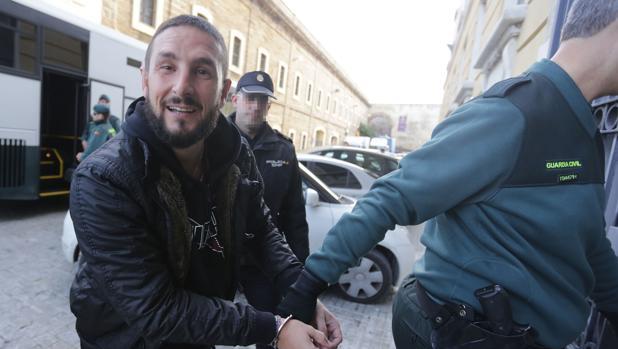 Iván Odero entra en la Audiencia durante el juicio que se celebró contra él