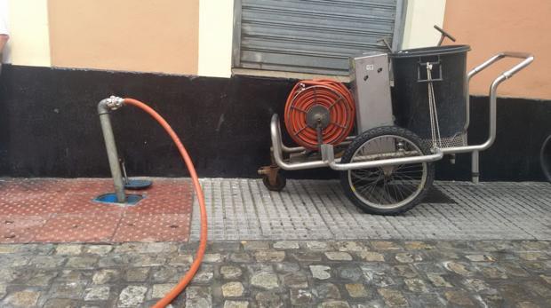 El problema de la suciedad en las calles de Cádiz empieza a hacerse crónico