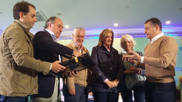 El PP reconoce a Báñez como embajadora de la provincia por su «compromiso» con Cádiz