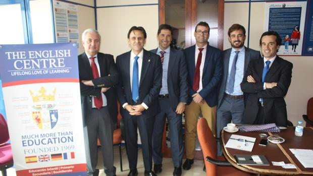 El Colegio El Centro Inglés firma con Caja Rural del Sur la financiación de 'Looking to the Future'