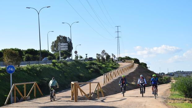 Finalizan las obras de la vía ciclista asociada al trazado del tranvía