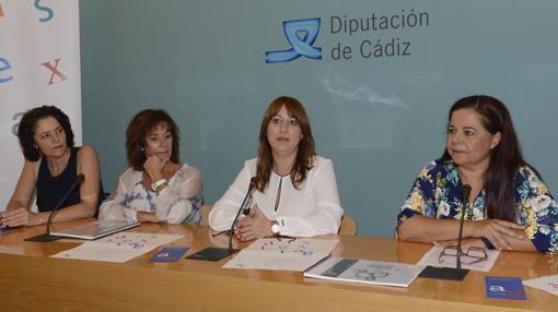 Dislexia Cádiz, junto a la diputada de Igualdad, Isabel Armario