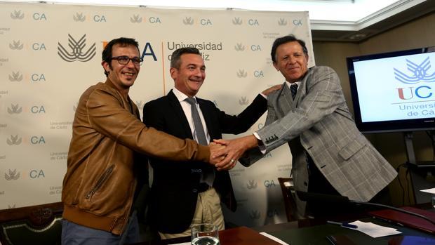 El alcalde, el rector y el presidente del Puerto de Cádiz sellan el convenio de colaboración