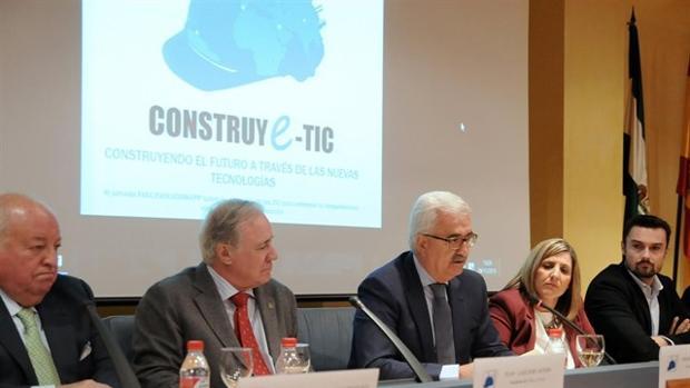 La Junta destaca su apuesta por la investigación para el despegue del sector de la construcción