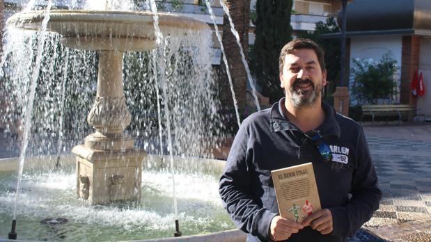 El escritor Marcos Martínez presentó el libro en Morón de la Frontera
