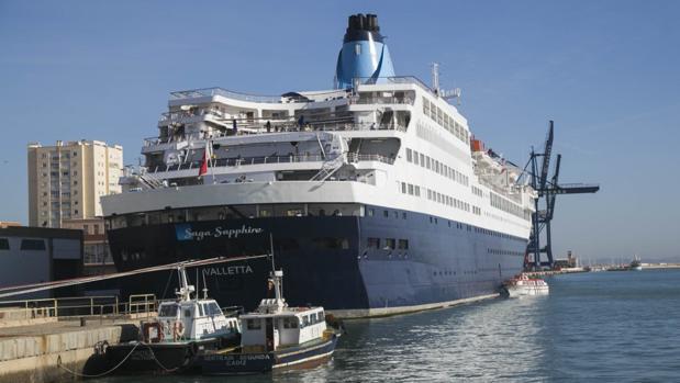 Cádiz recibe un crucero muy misterioso