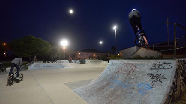 Deportes repone el alumbrado de la pista de skate de Las Redes