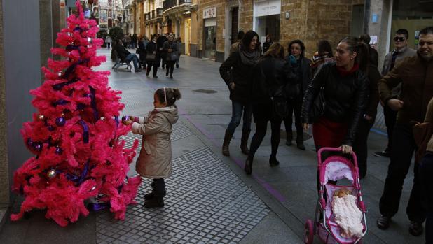 El Ayuntamiento reduce la iluminación navideña a 13 plazas y 4 avenidas