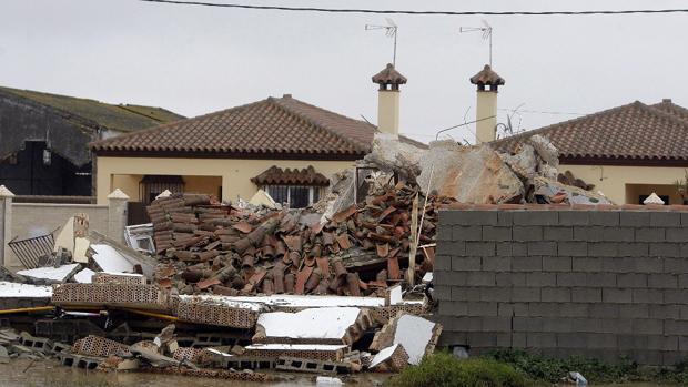 Derribo de varias viviendas ilegales en la urbanización Majadillas de Chiclana en 2009