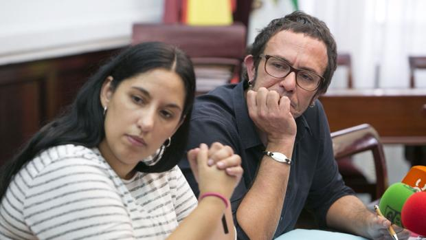 La concejal Ana Fernández, junto al alcalde