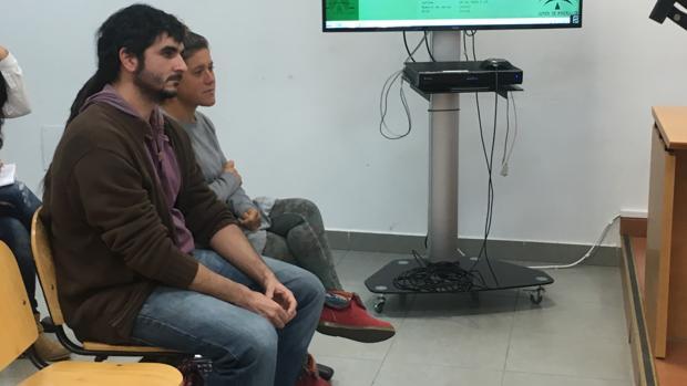 Los dos acusados, sentados ayer en el banquillo durante el juicio celebrado en Cádiz