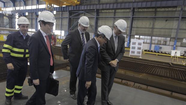 Corte de chapa del primer petrolero en Puerto Real el pasado abril