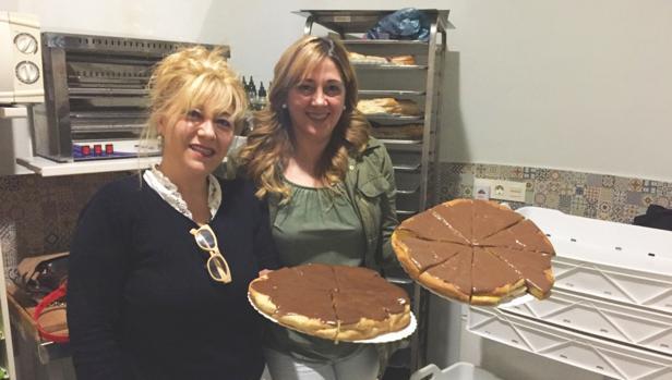 Las hermanas María José y Dori Ortega posan orgullosas con su famosas cuñas