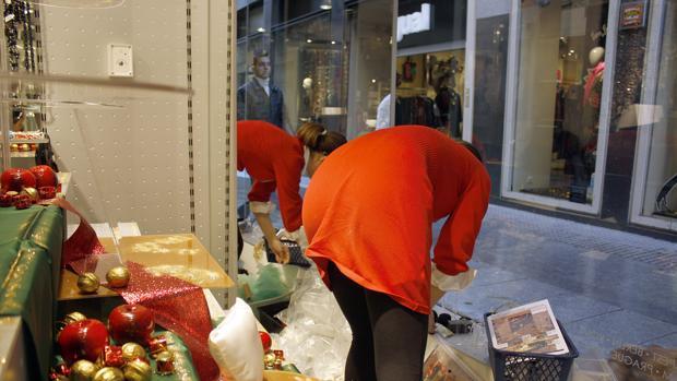 El comercio gaditano se revuelve contra los recortes en el alumbrado navideño
