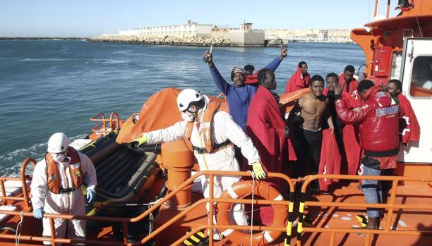 Localizan dos pateras con 22 inmigrantes en aguas Tarifa