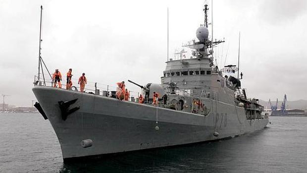 El patrullero de la Armada 'Cazadora' recala en Cádiz