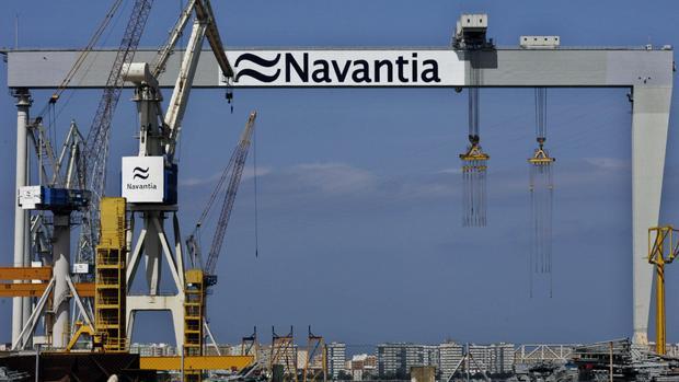 La plantilla de Puerto Real impide la salida a Ferrol de un camión con acero