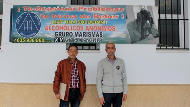 Baldomero y otro miembro del grupo palaciego «Marismas», de Alcohólicos Anónimos