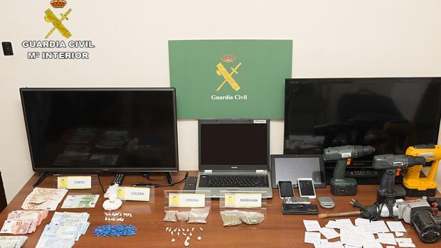 Algunos de los objetos incautados en la Operación 'Paterre'