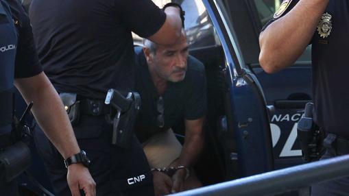 Julio Mateos, llegando a los juzgados de Coria en agosto