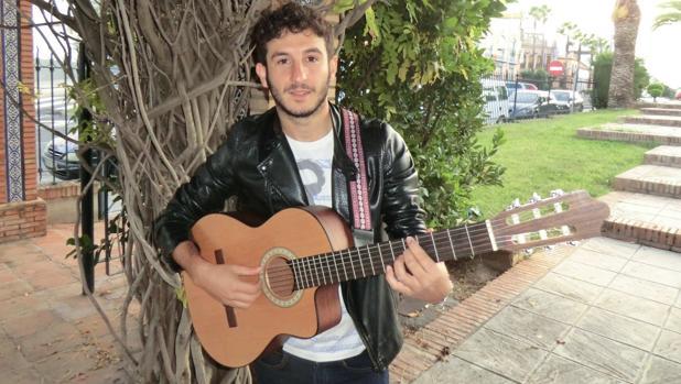 El mairenero Carlos Torres, cantante, compositor y finalista de La Voz