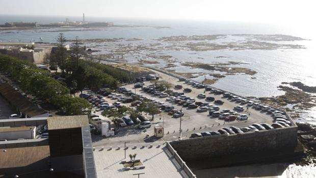 El Ayuntamiento de Cádiz quiere cambiar la esquina del solar de Valcárcel por el Campo de las Balas