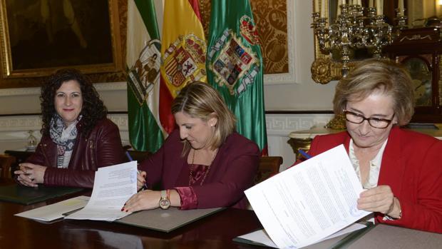 Firma del convenio entre la Diputación y Cruz Roja