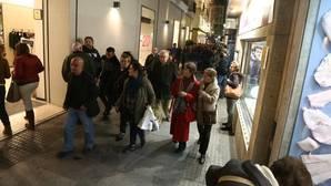 Los comercios del centro apagan sus luces contra el plan navideño municipal