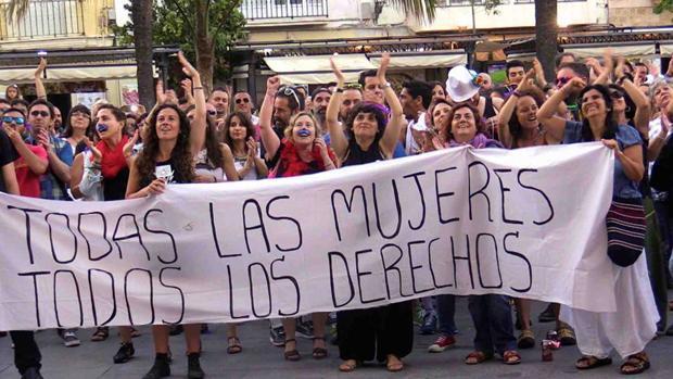 La Asamblea Feminista de Cádiz defiende los cursos para desempleadas y víctimas de maltrato